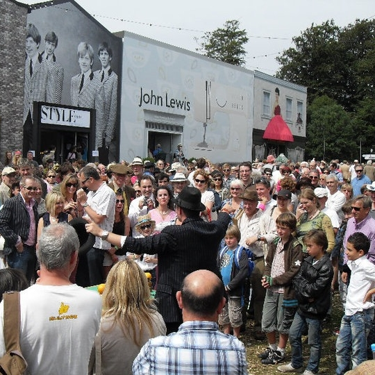 A main stage show, ideal for large family audiences at festivals.