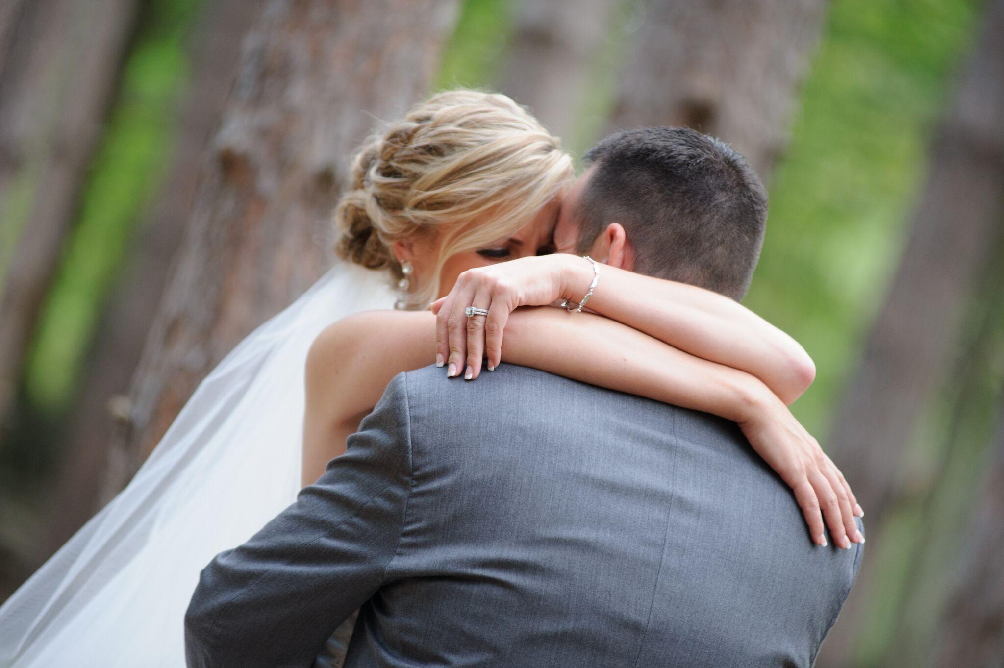 bride-groom-first-kiss.jpeg