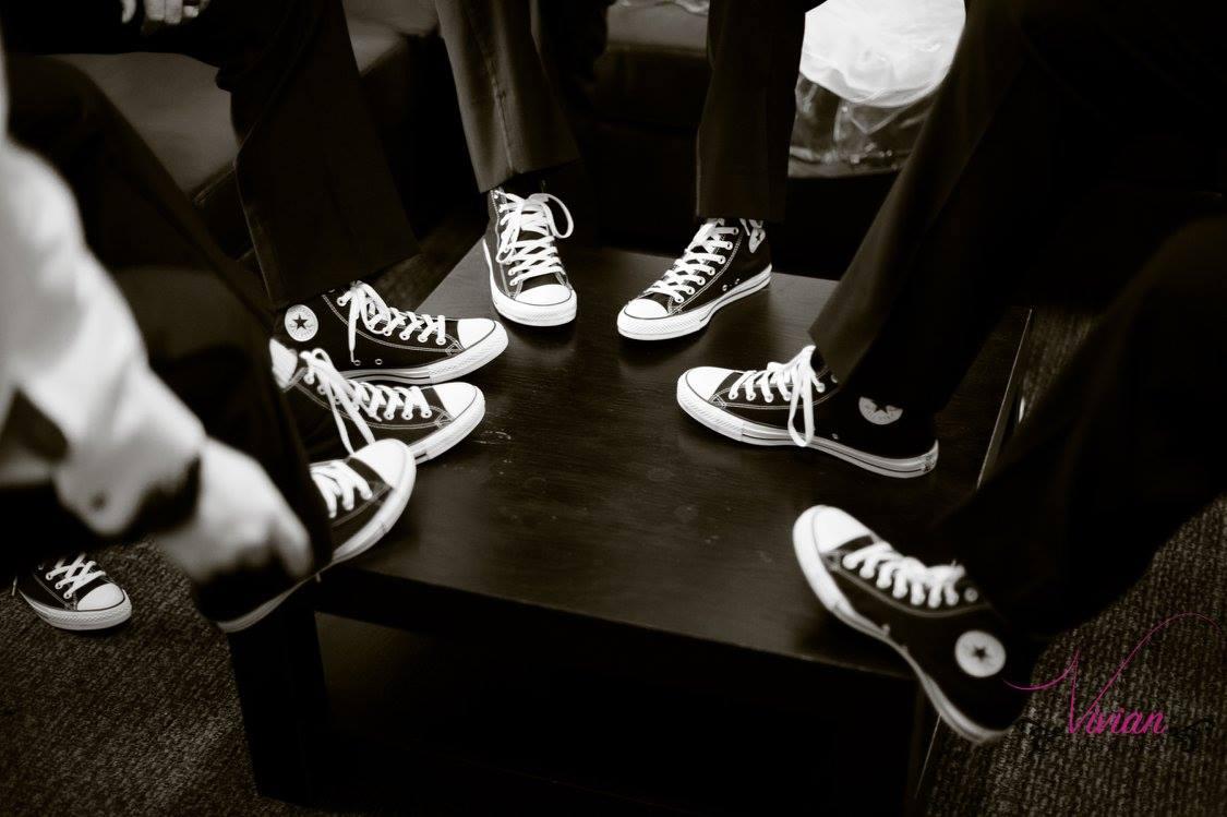 close-up-of-groomsmen-feet-wearing-converse.jpg