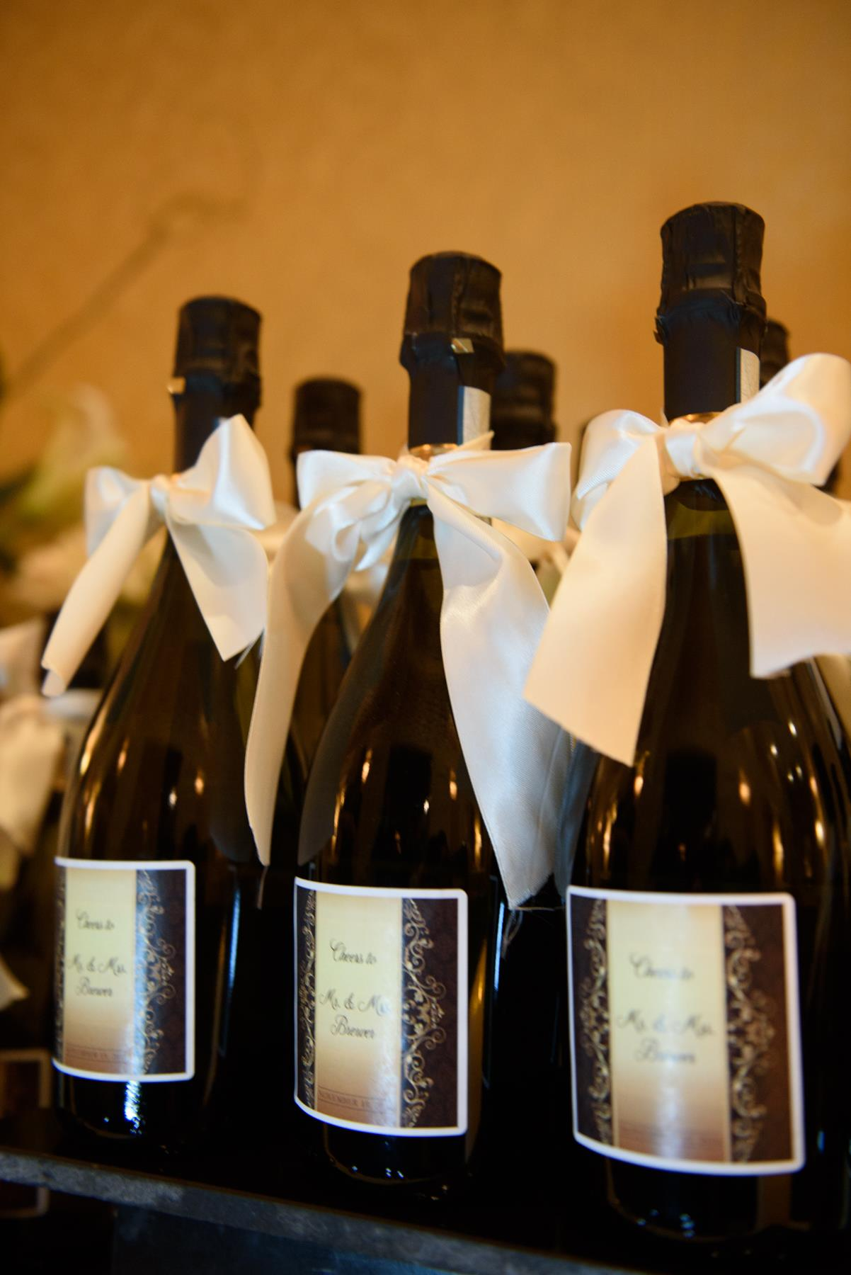 black-champagne-bottles-with-white-bows.jpg