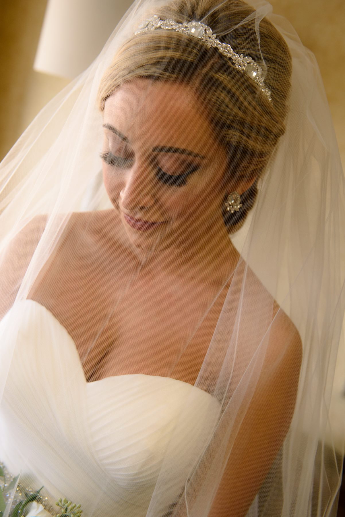 close-up-bride-with-veil.jpg