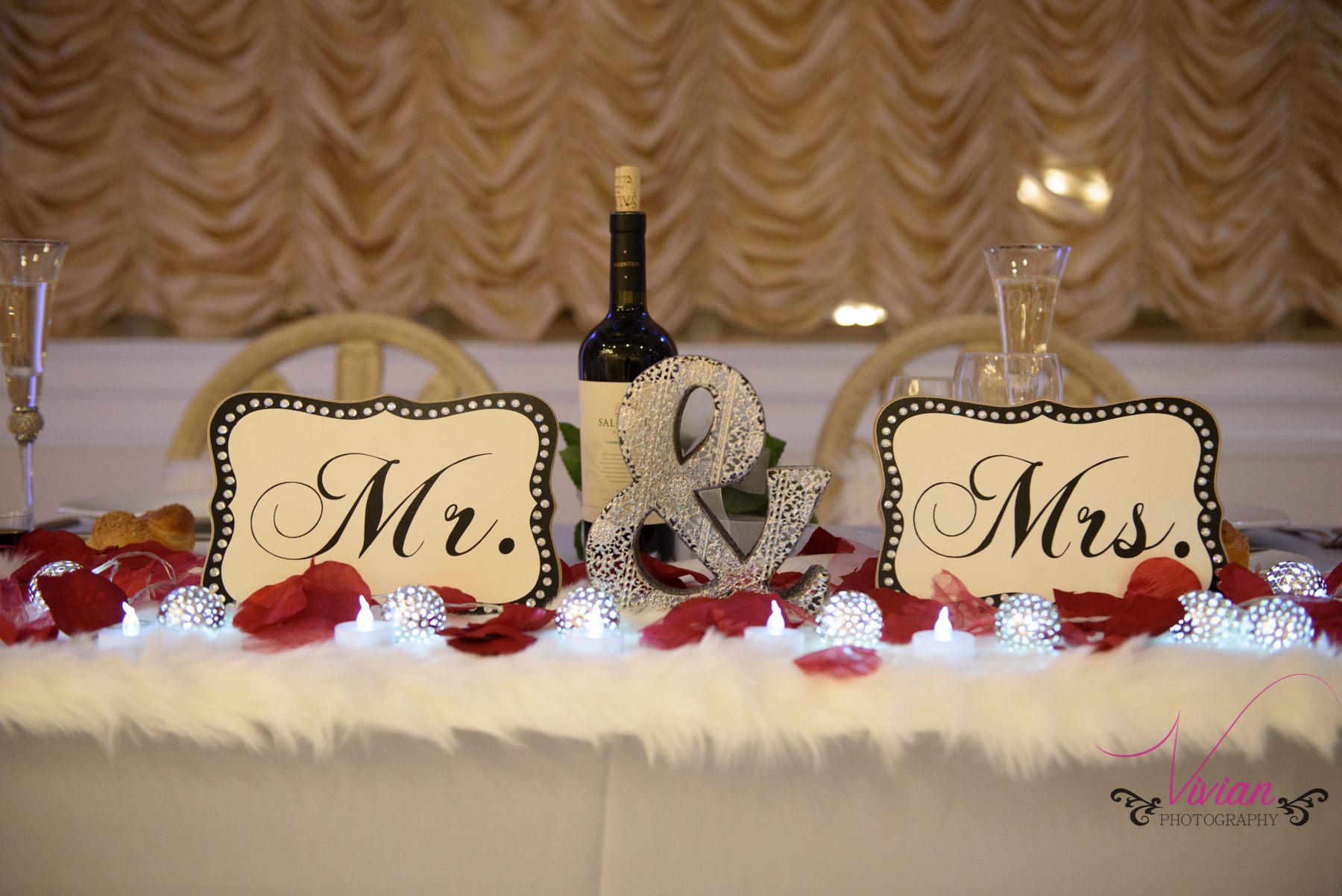 winter-wonderland-bride-and-groom-table-decor.jpg