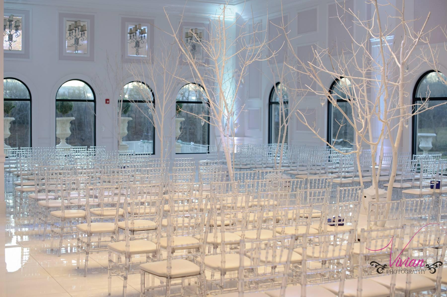 winter-wonderland-themed-wedding-seating-area.jpg
