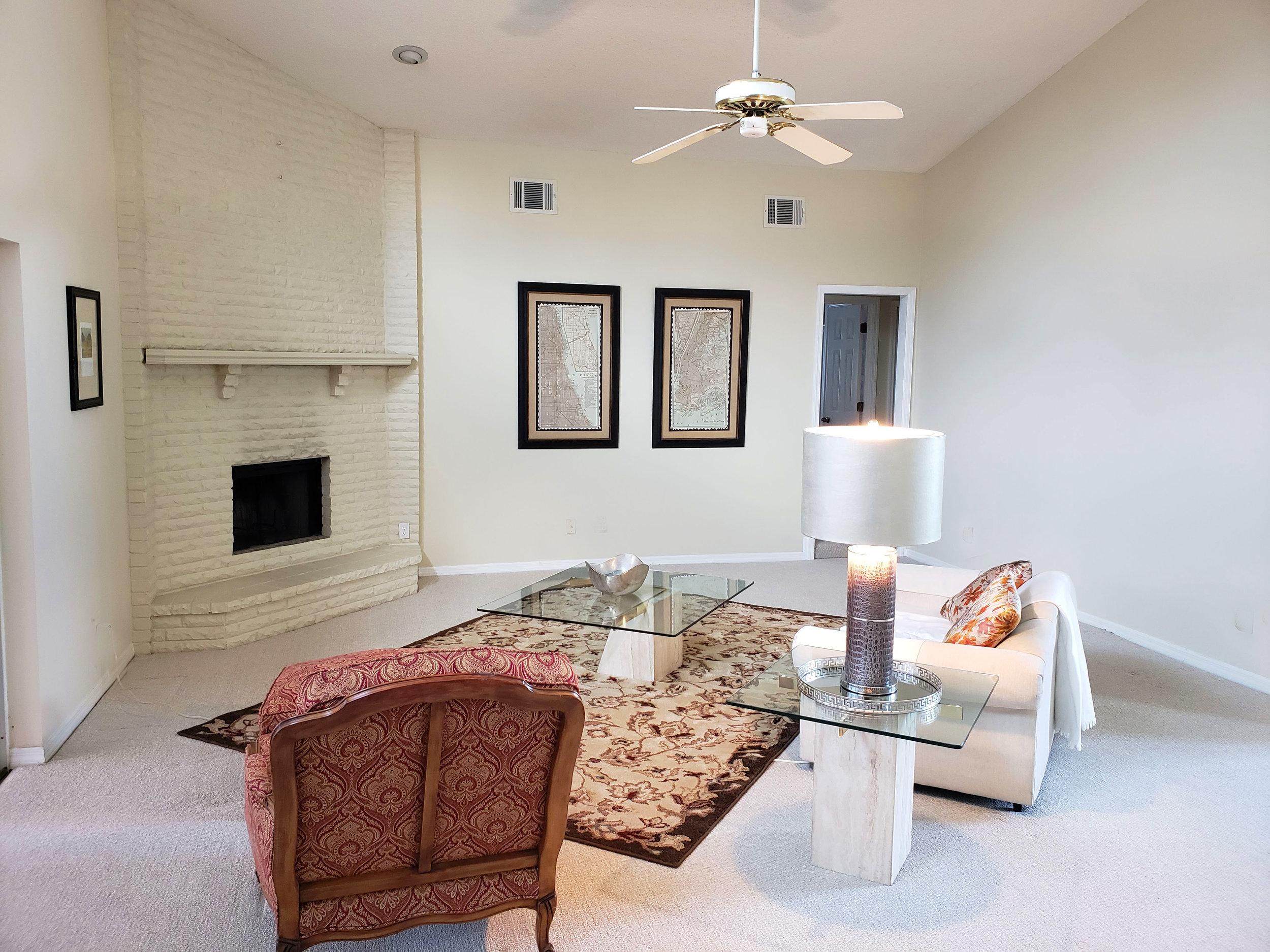 livingroom1c.jpg