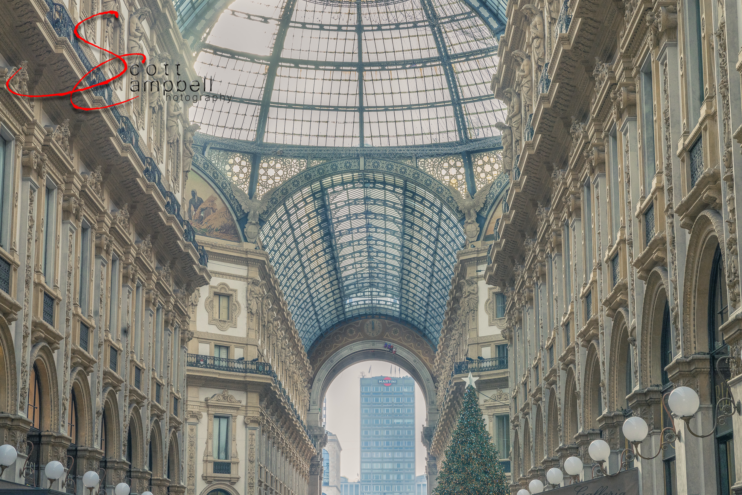 Galleria Vittorio Emanuele II A very popular place to shop and dine in the heart of Milan.
