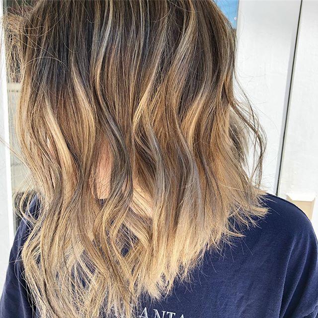 Dimension + Chop ✂️✨ . . . . . . .  #chattanoogahair #hairofchattanooga #blondehair #highlights #lowlights #bob #hotd #hairoftheday #hairofinstgram #hairofig #chattanoogahairstylist #schwartkopf #blonde
