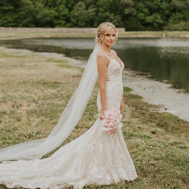 Fairytale kind of love 💗 // It was so fun getting this bride & SIX ladies ready for her special day. I still have some 2019 dates available & booking into 2020!