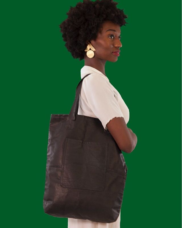 Evie Black | The Raw Tote | #fridayiminlove  Model @kellsgee  Photos @pano_mama