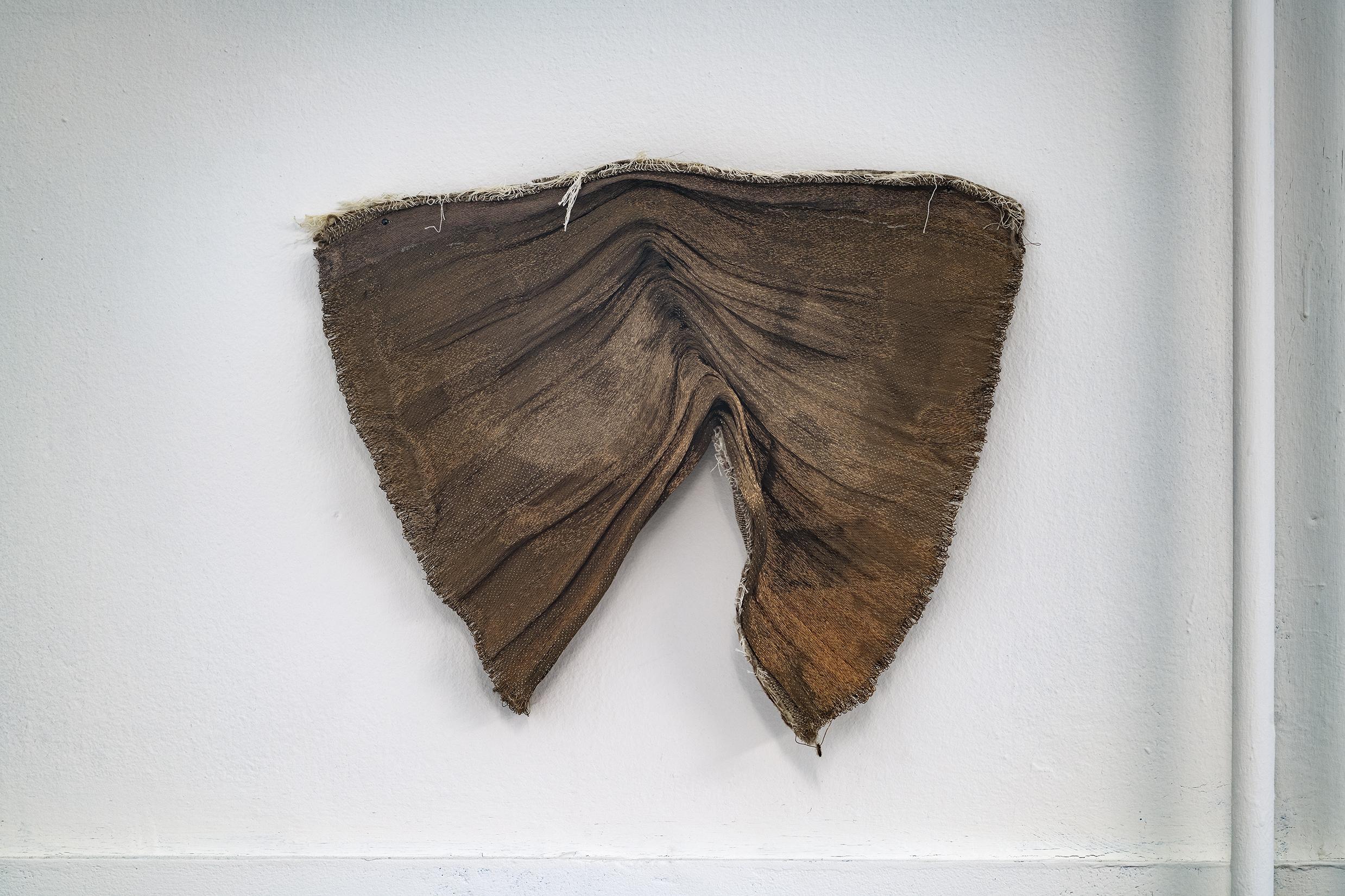 Klud (2011), mässingstråd, bomull, lin, Cecilie Skov