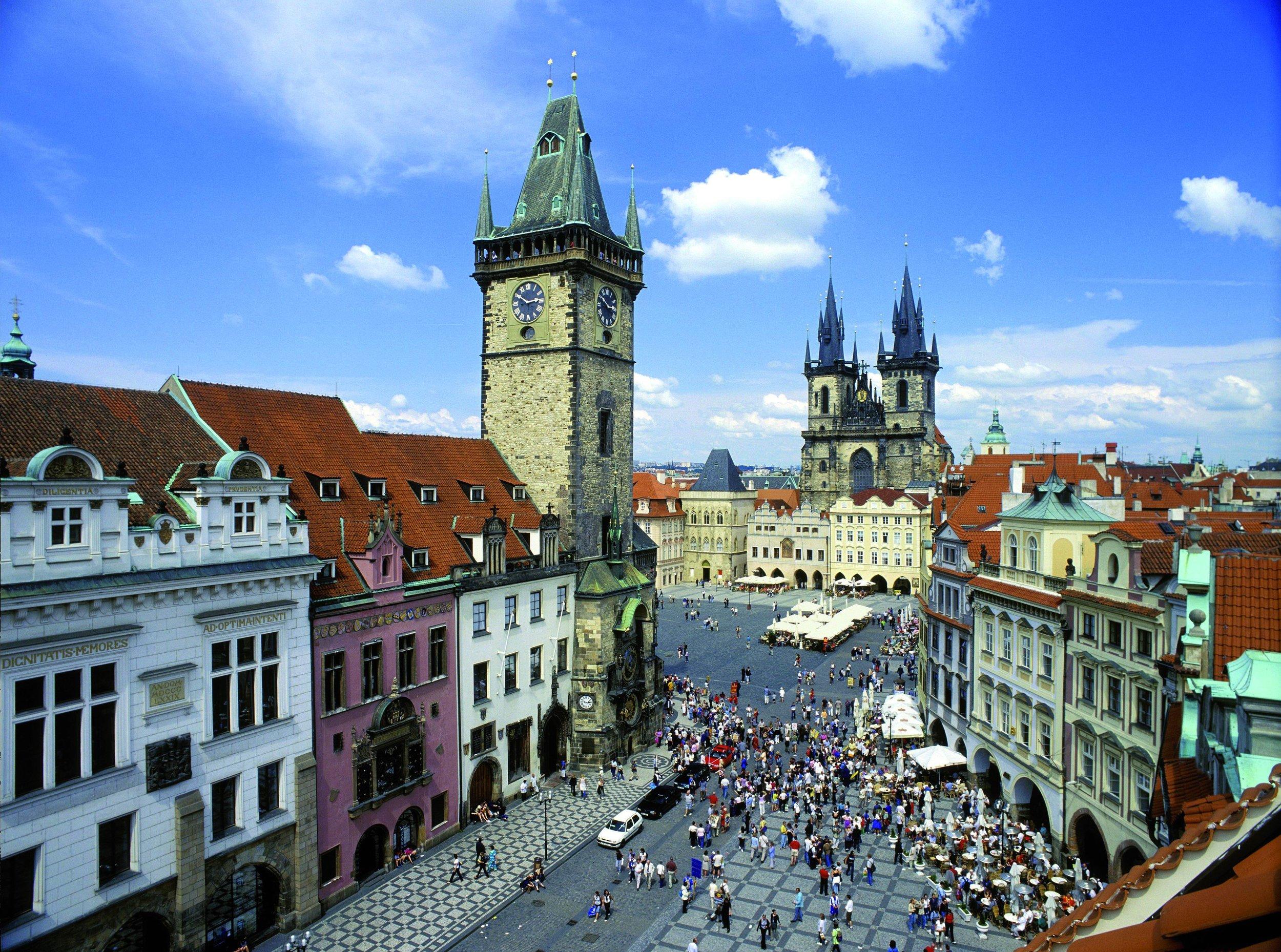 Prague_old_town_square_panorama.jpg