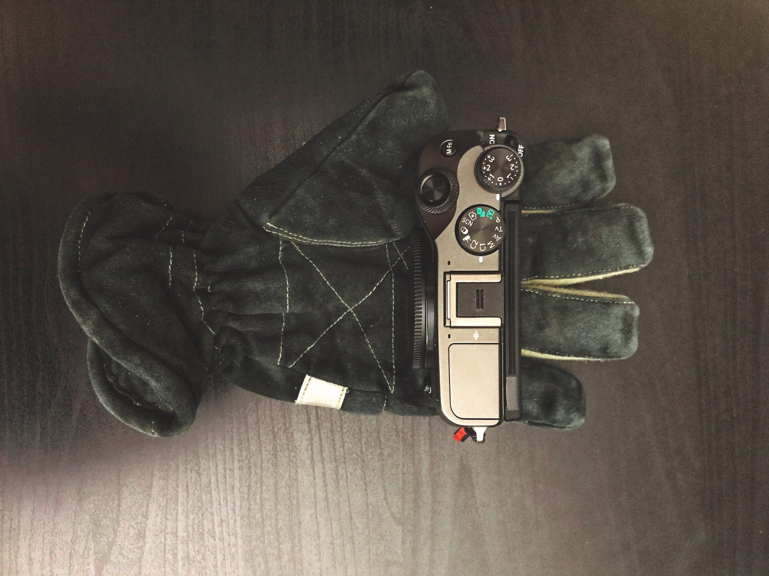 M6 in medium sized fire fighting glove.