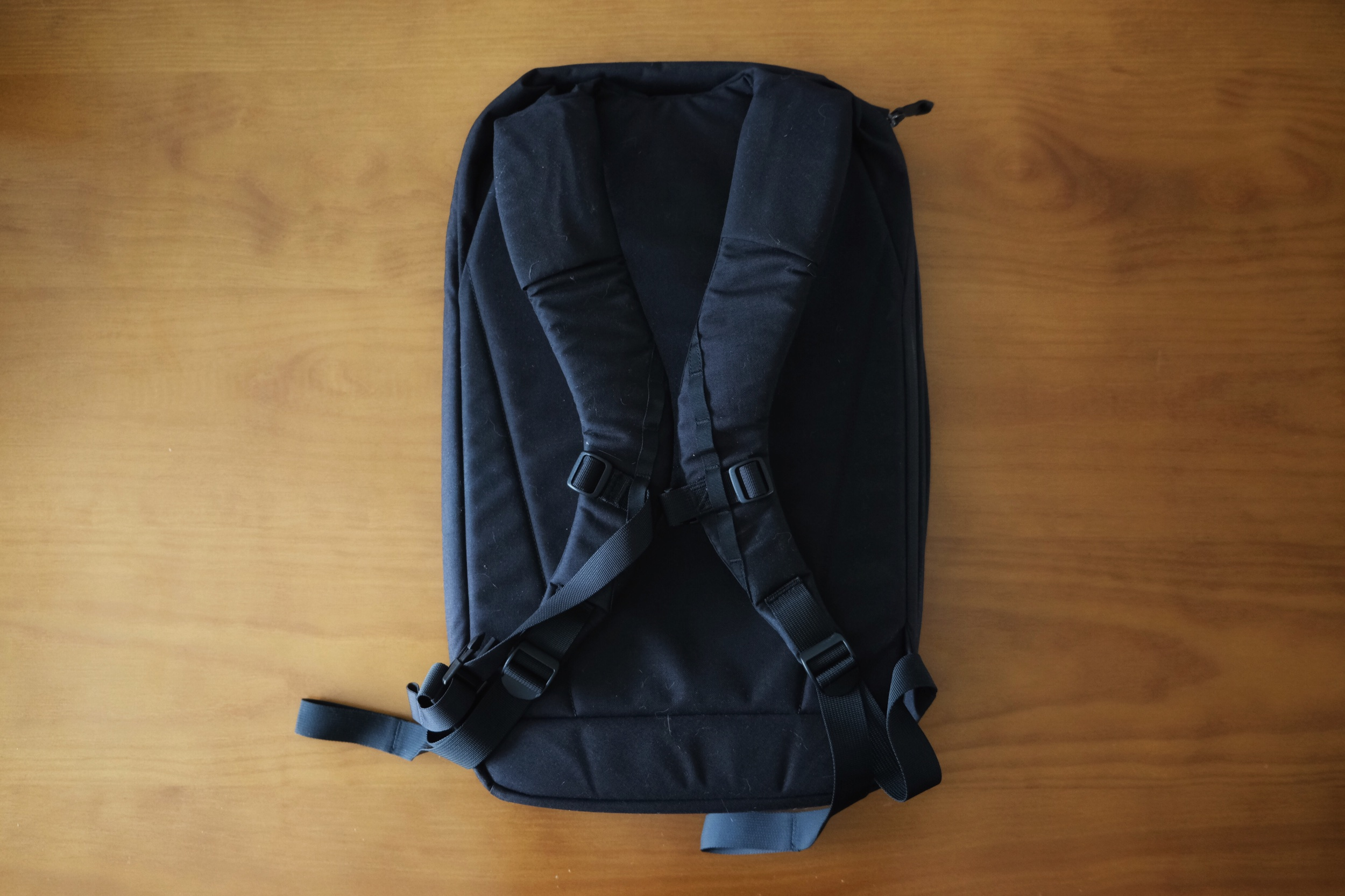 There are two flaps on each shoulder strap. These flaps pass through into the laptop compartment to allow the use of a hydration pack. I have not used this feature.