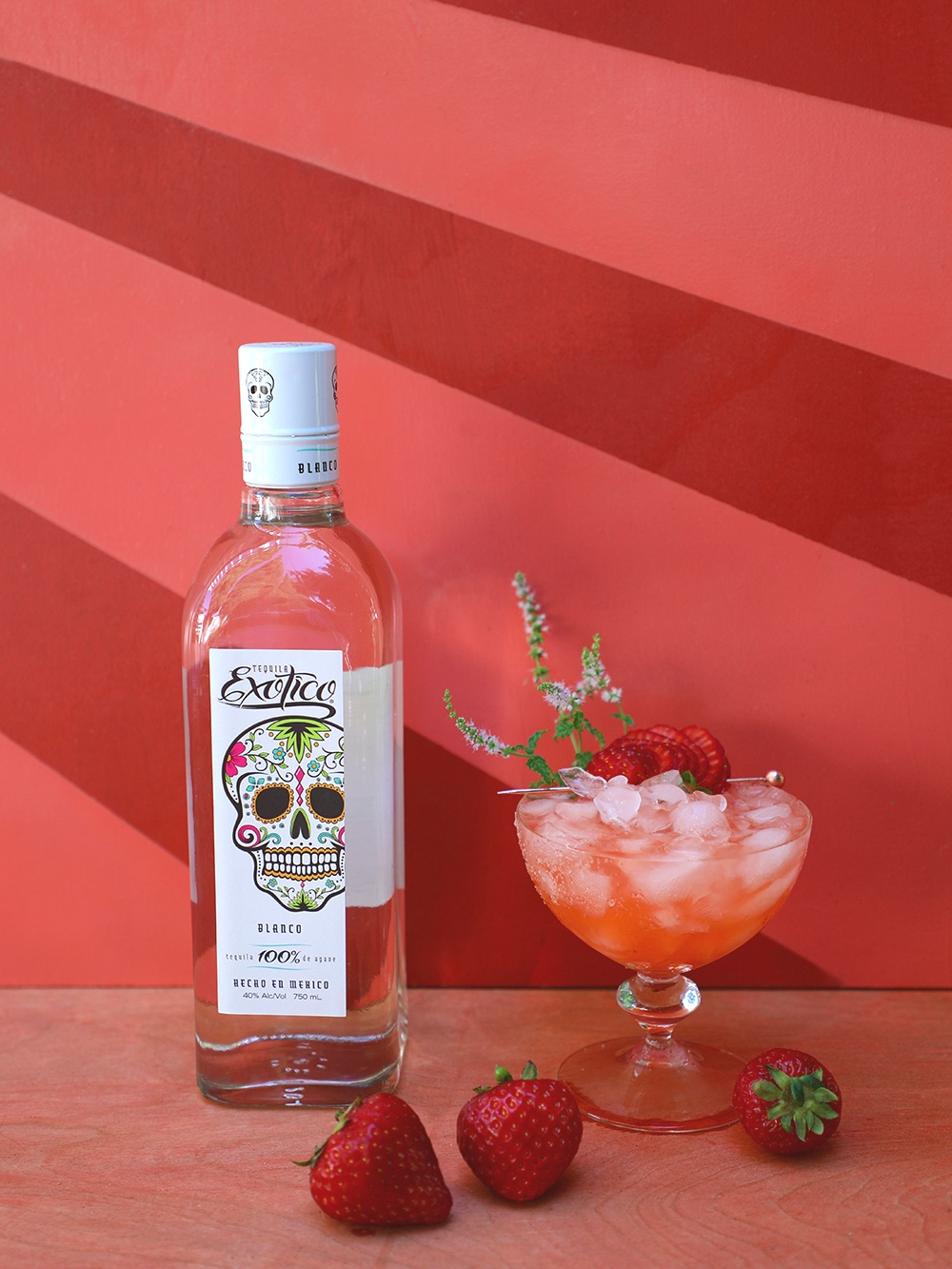 Strawberry+Fields+Forever+Margarita+made+with+fresh+strawberry+mint%2C+strawberries%2C+and+Tequila+Exotico+Blanco+%7C+drinkingwithchickens.jpg
