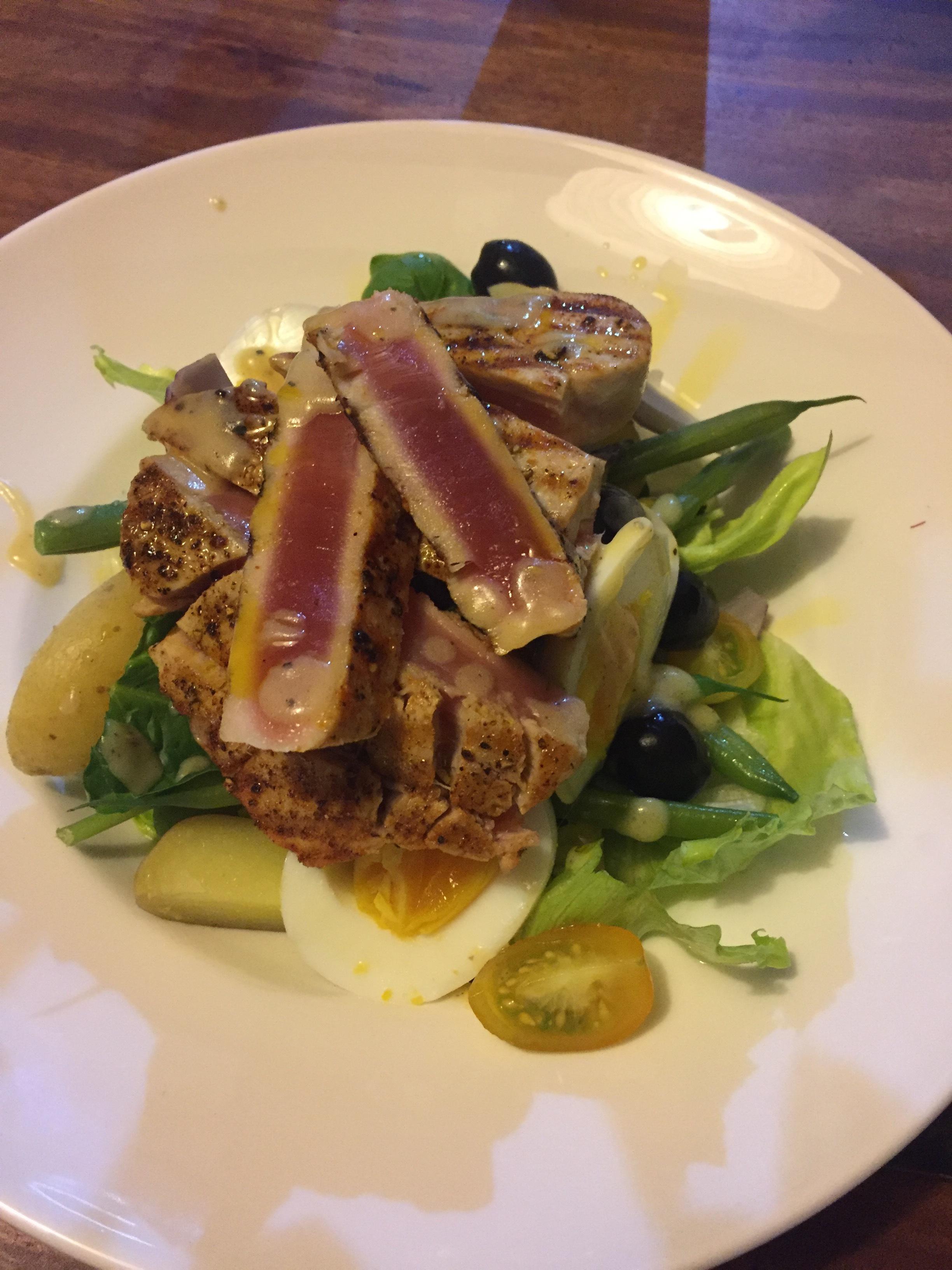 Tuna loin Niçoise salad