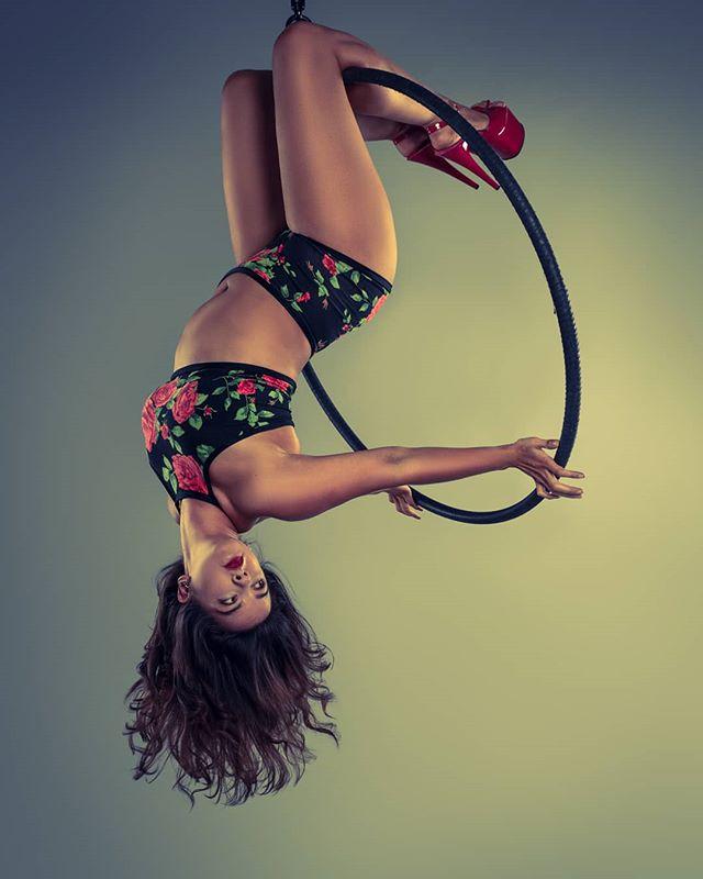 One of many favourites from last year.  Natasha nailing the pin up look on hoop.  #pinupgirl #strongwomen #photoshoot #instapics #hoop #photooftheday #lyrahoop #aerialhoop #picoftheday