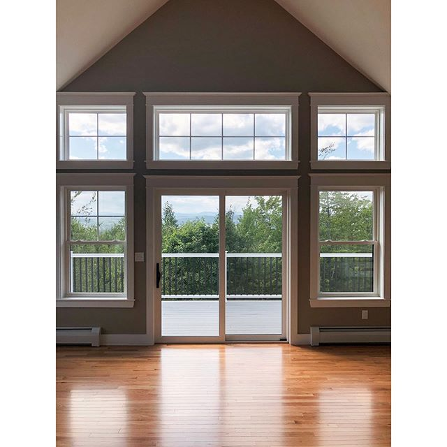 Living room with a view ⛰ • It may be small in the image, but that's Mt. Washington back there! . . . . . . #mgmbuilders #mountainview #newhomedesign #mainehomes #mainehomedesign #raymond #maine #contractorsofinsta #buildersofig #deckview #mainebuilders #mainehomelife
