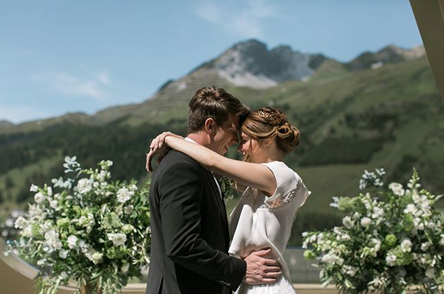 S W I T Z E R L A N D 💕 9 months ago I travelled to dreamy Davos to do a styled shoot with the best team in the mountains. I'm over the moon to see it featured on @weddingchicks last week. Link in bio ✨