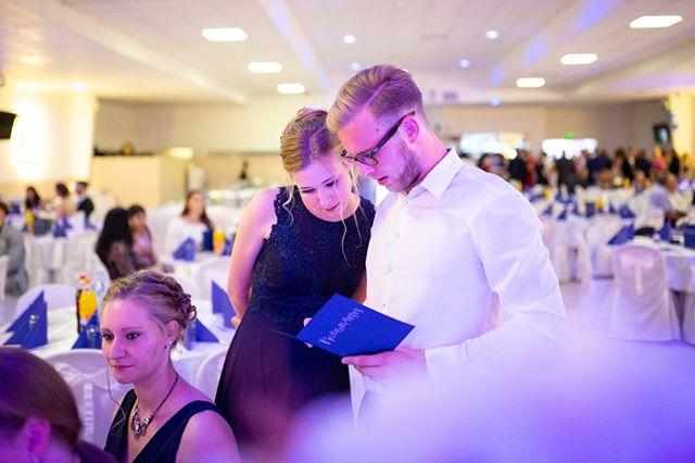 Wie viel Programm braucht ein guter Abiball?⠀⠀⠀⠀⠀⠀⠀⠀⠀ Sollten die Gäste in jede Minute ohne Essen bespaßt werden oder reichen einfach Freigetränke, gute Musik und eine große Tanzfläche? Wie war's bei euch und wie hat es euch gefallen? Was habt ihr geplant für euren großen Abend?⠀⠀⠀⠀⠀⠀⠀⠀⠀ .⠀⠀⠀⠀⠀⠀⠀⠀⠀ .⠀⠀⠀⠀⠀⠀⠀⠀⠀ .⠀⠀⠀⠀⠀⠀⠀⠀⠀ .⠀⠀⠀⠀⠀⠀⠀⠀⠀ .⠀⠀⠀⠀⠀⠀⠀⠀⠀ #abiball #abitur #abi #prom #abiball2020 #abi2k20 #abitur2020 #abi2020 #abschluss2020 #ak20 #abisupertramps #party #partyfotos #event #eventfotos #tanzen #dancen #programm #entertainment
