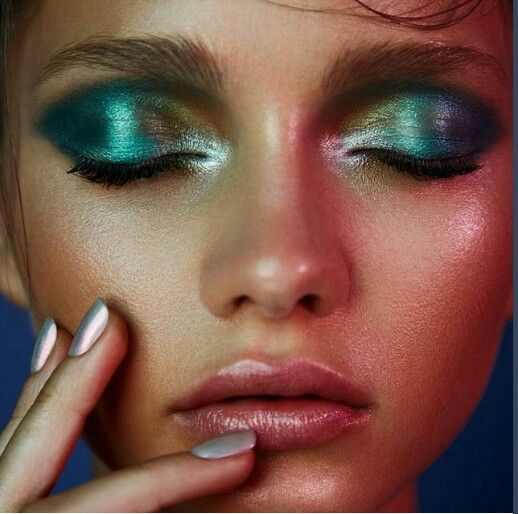 f2d935d4fdee5ee580743995a2e53907--aqua-eyeshadow-metallic-eye-makeup.jpg