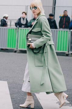 ce30ba3a20600b0507ae322c172e478c--green-highlights-chic-summer-outfits.jpg