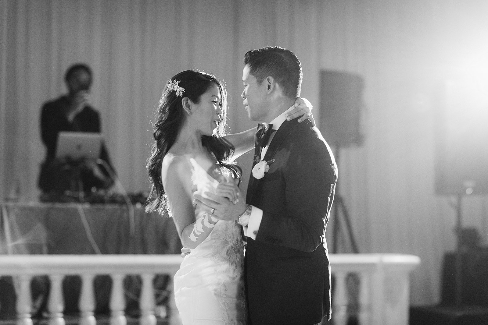 For Michelle and Soo's Modern Luxe wedding in the heart of downtown Houston, Spell Events…first dance portrait