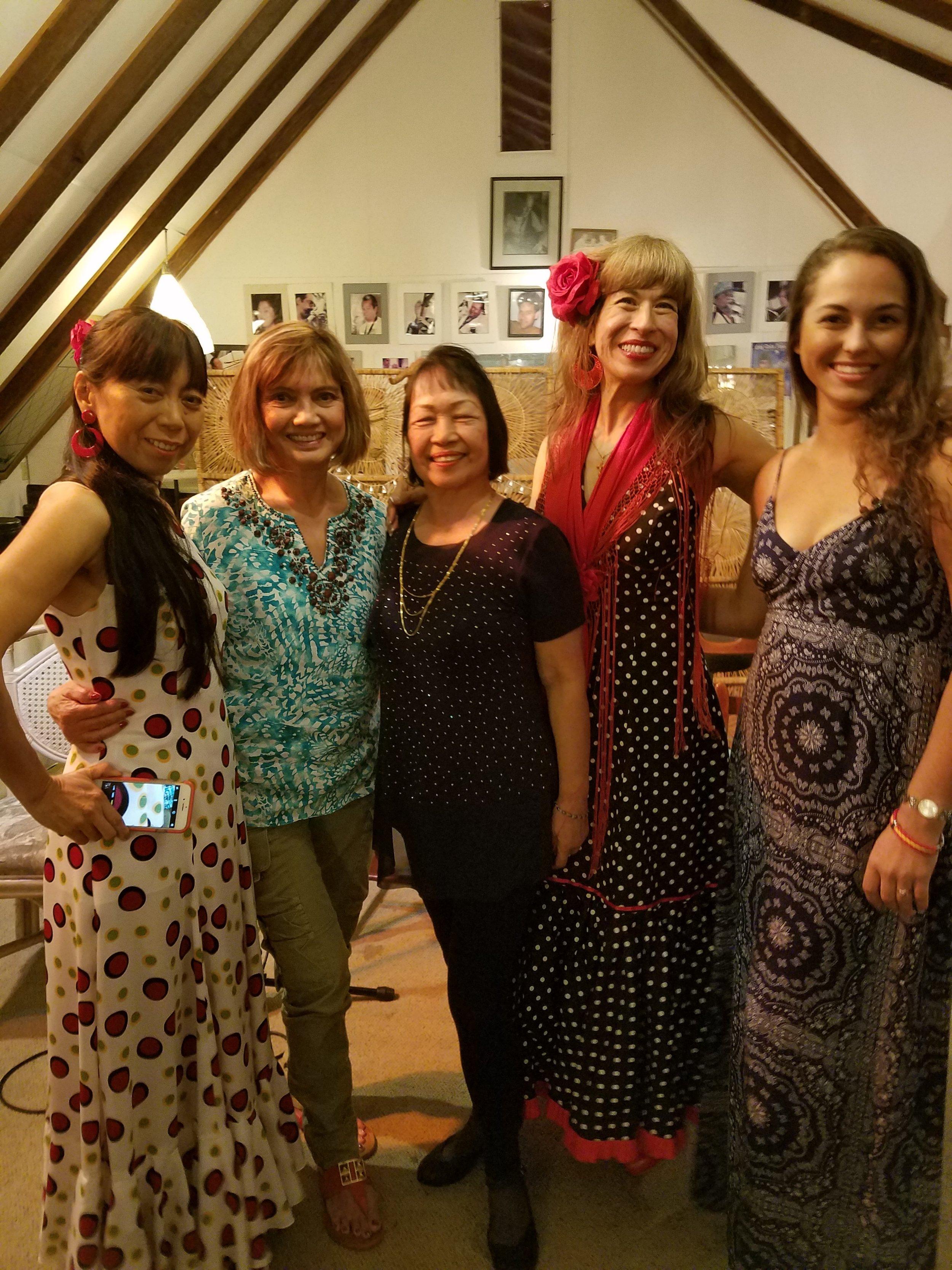 5 mujeres.jpg