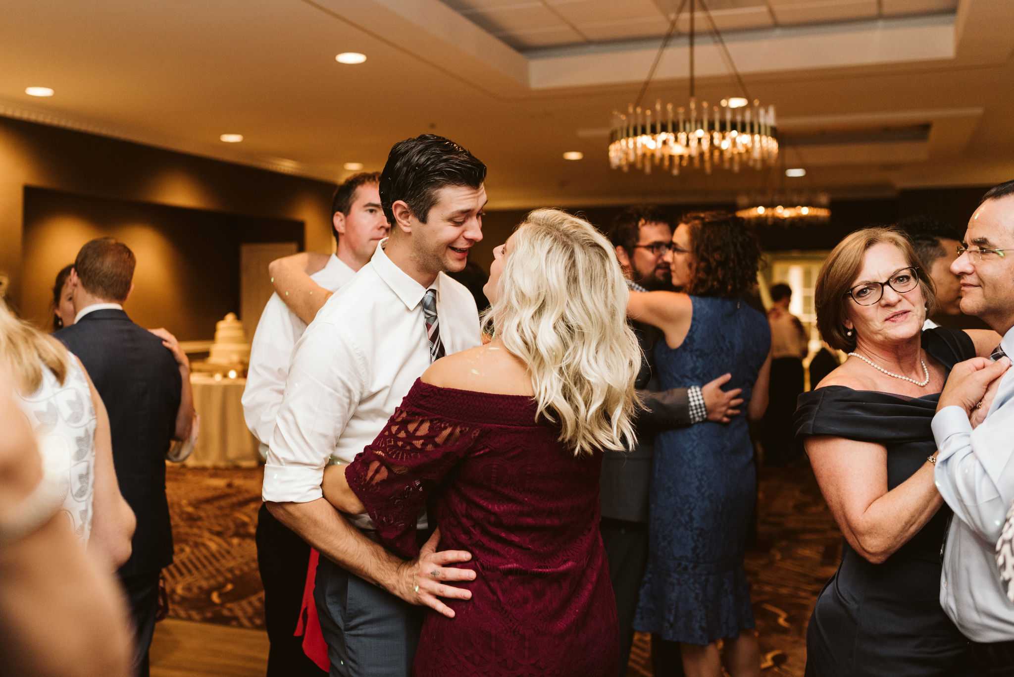 Phoenix Maryland, Baltimore Wedding Photographer, Eagle's Nest Country Club, Classic, Romantic, Couple Dancing Together at Reception