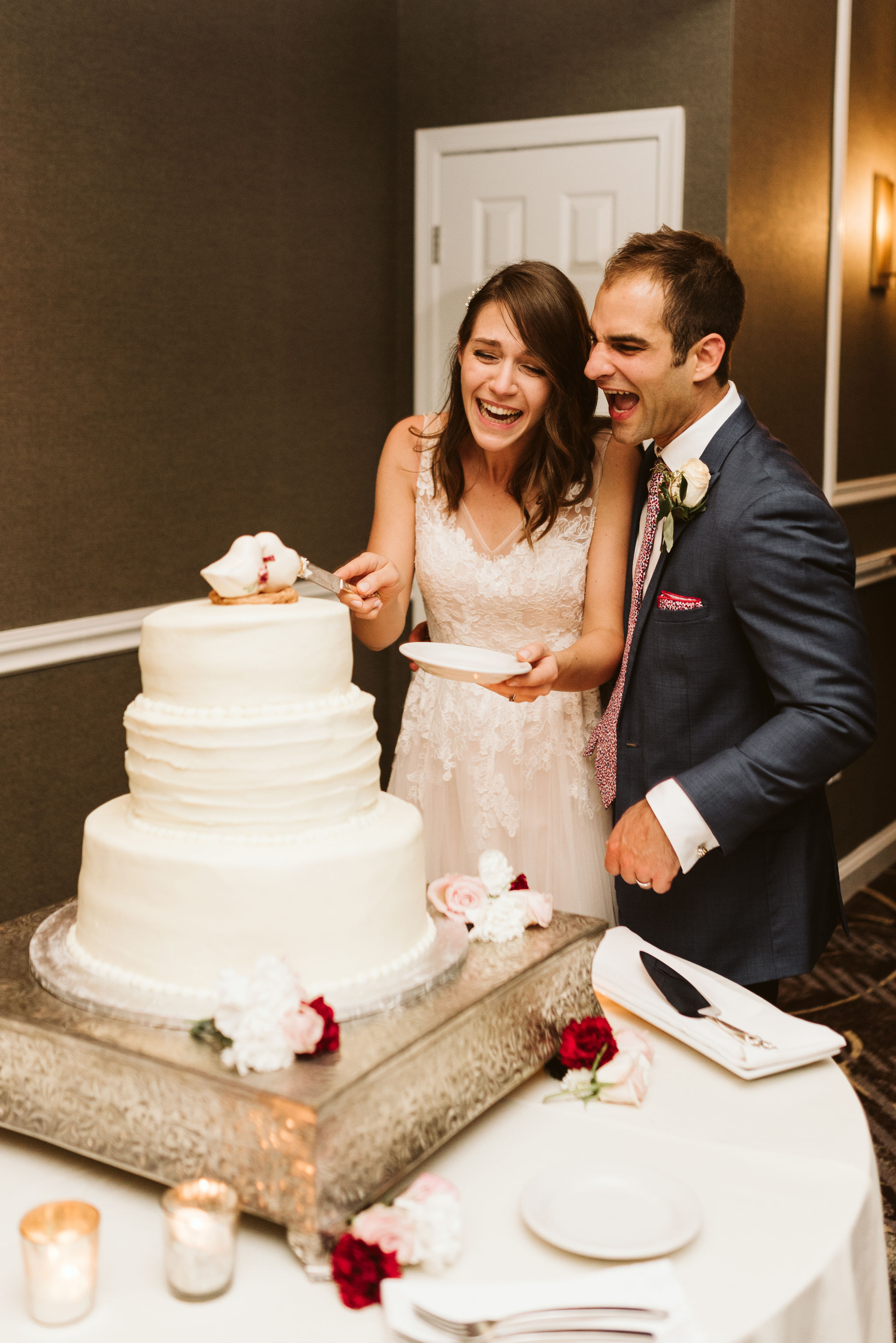 Phoenix Maryland, Baltimore Wedding Photographer, Eagle's Nest Country Club, Classic, Romantic, Bride and Groom Laughing While Cutting the Wedding Cake, Graul's Market