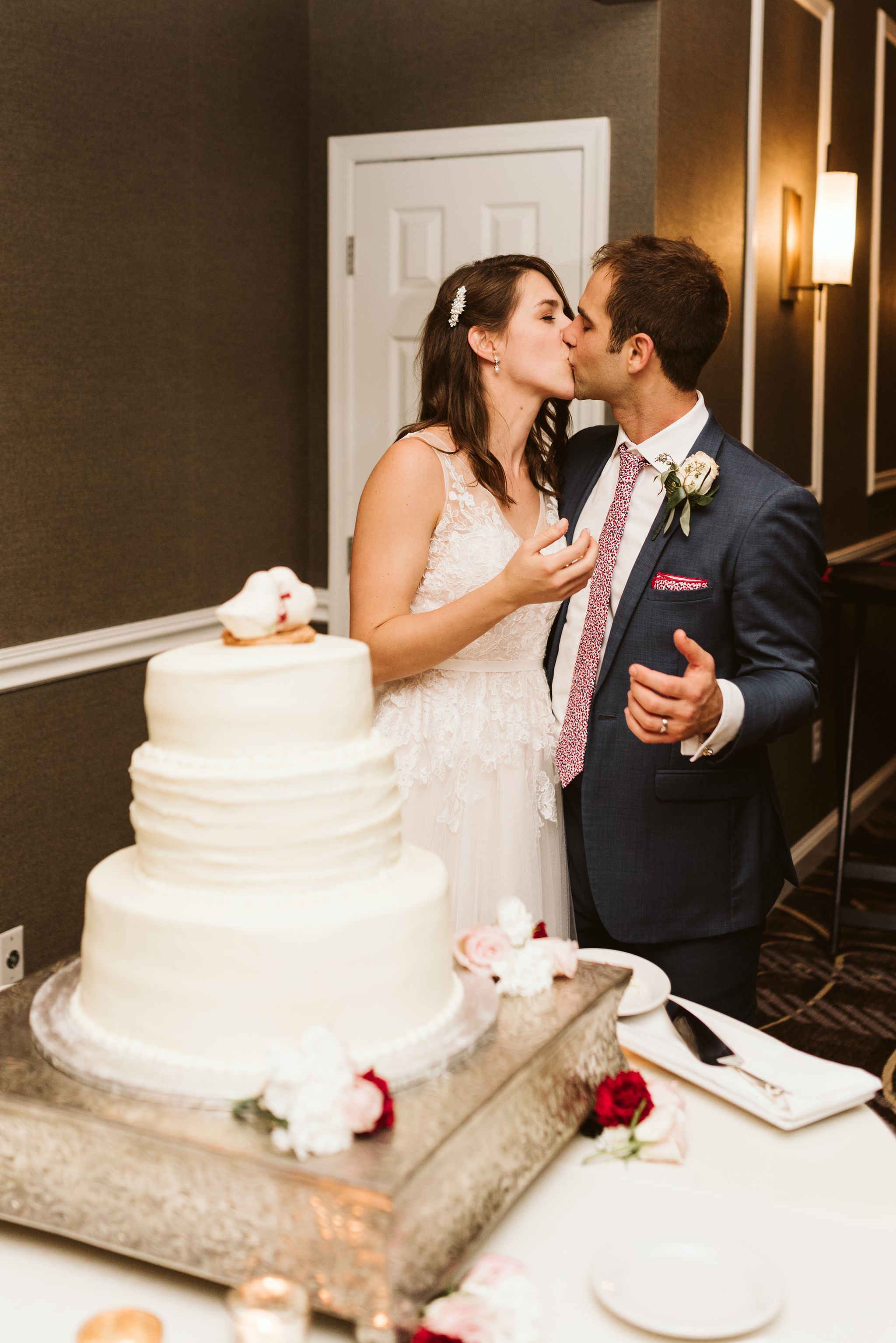 Phoenix Maryland, Baltimore Wedding Photographer, Eagle's Nest Country Club, Classic, Romantic, Bride and Groom Kissing After Cutting the Cake, Graul's Market Cake,