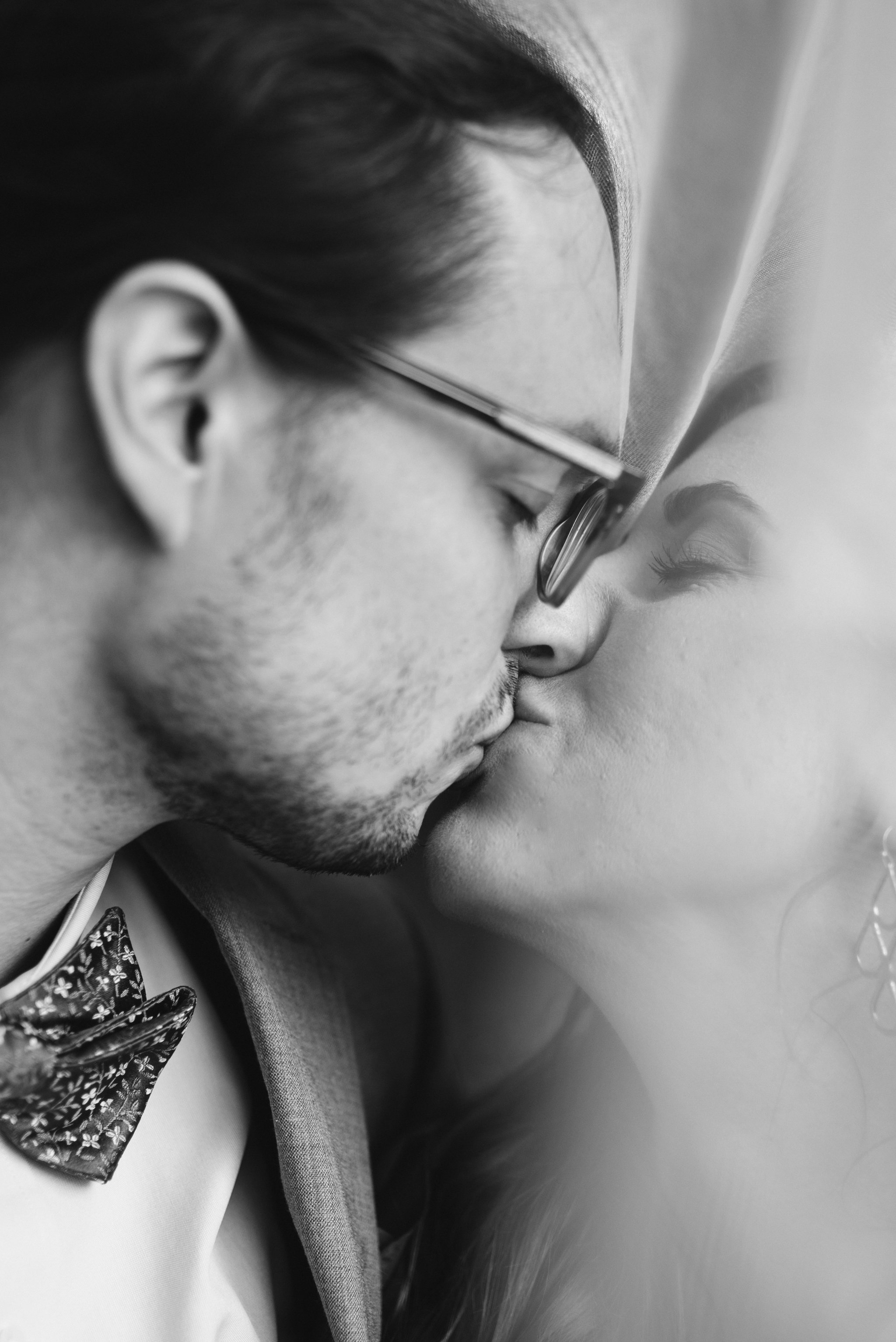 Annapolis, Quaker Wedding, Maryland Wedding Photographer, Intimate, Small Wedding, Vintage, DIY, Closeup of Bride and Groom Kissing, Black and White Photo