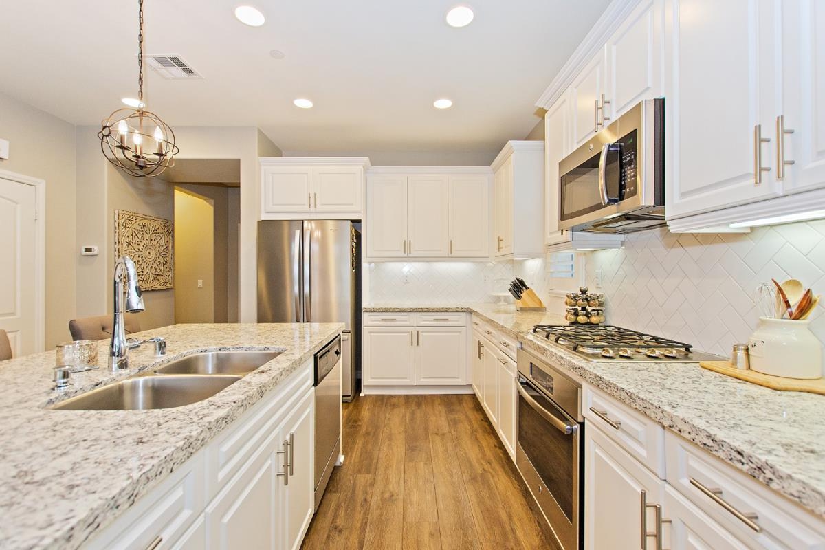 10-Kitchen(2).jpg