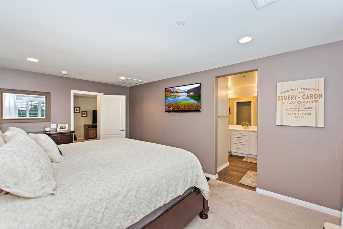 21-Master_Bedroom(2).jpg
