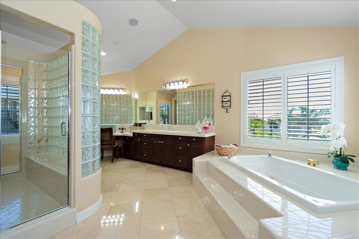 30-Master Bathroom.jpg