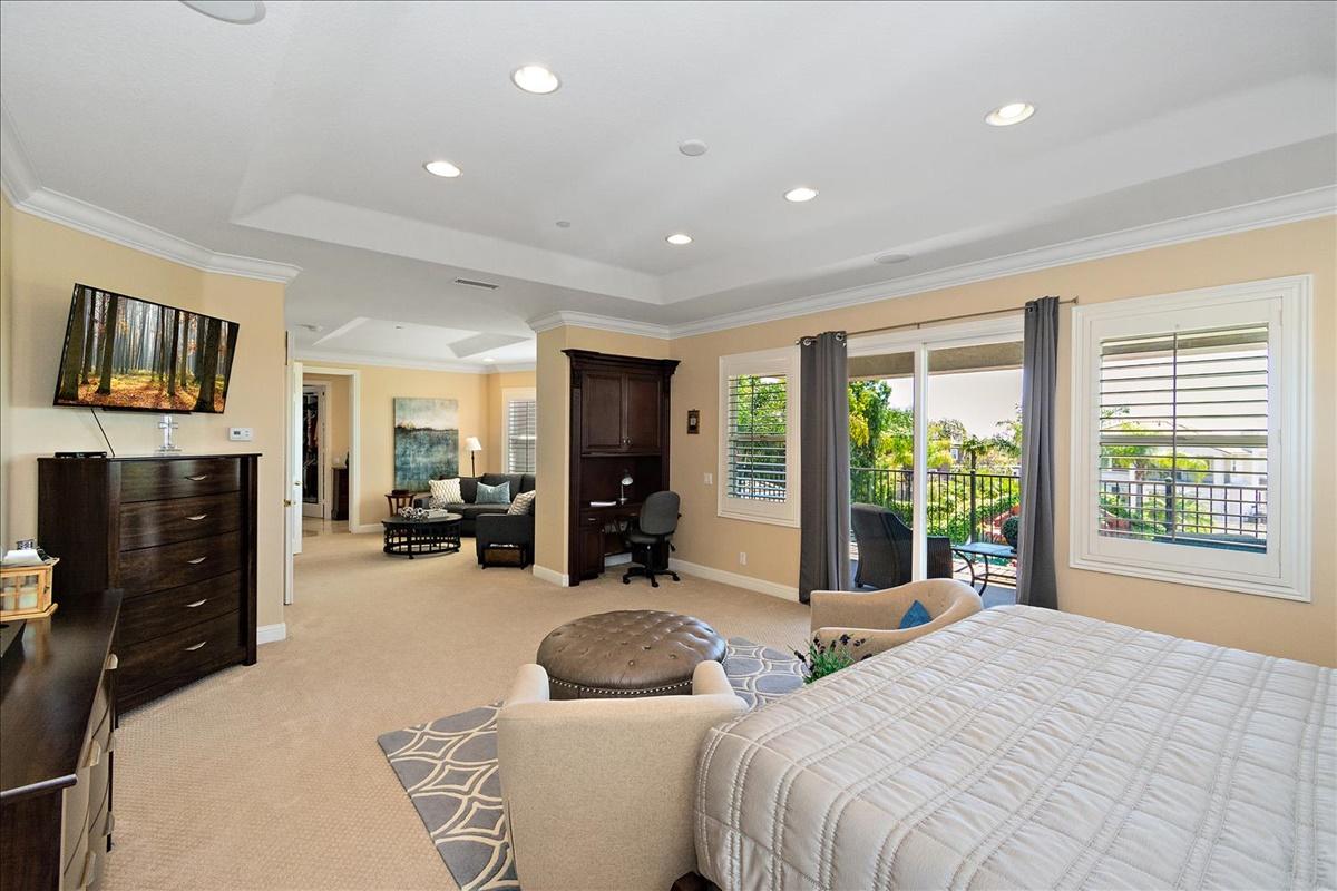 28-Master Bedroom.jpg