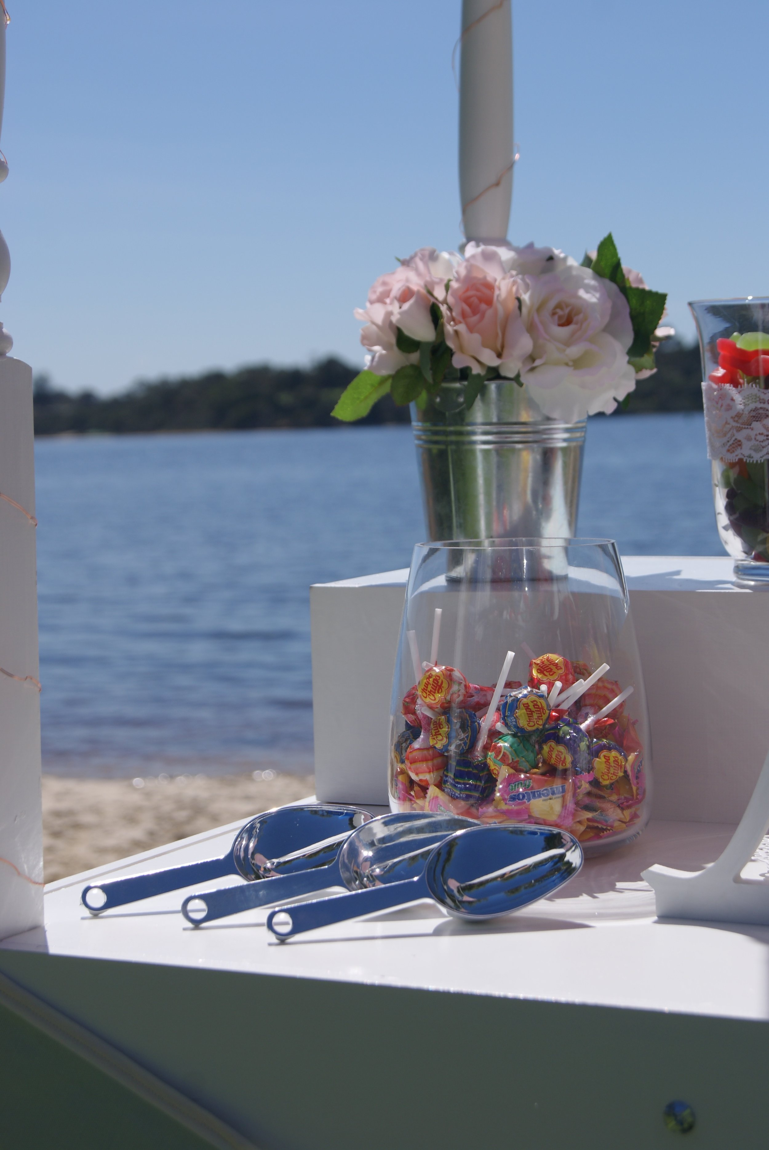 Wedding_PW_Close_Scoop and Flowers_Little Lolly Cart.jpg