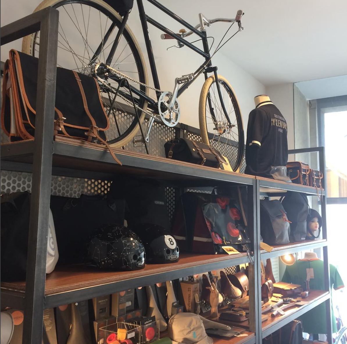 BRUGES - EXCELLER BIKESPhilipstockstraat 438000 Bruggewww.excellerbikes.comOpen monday - saturday (10:00 - 18:00)Closed on sunday