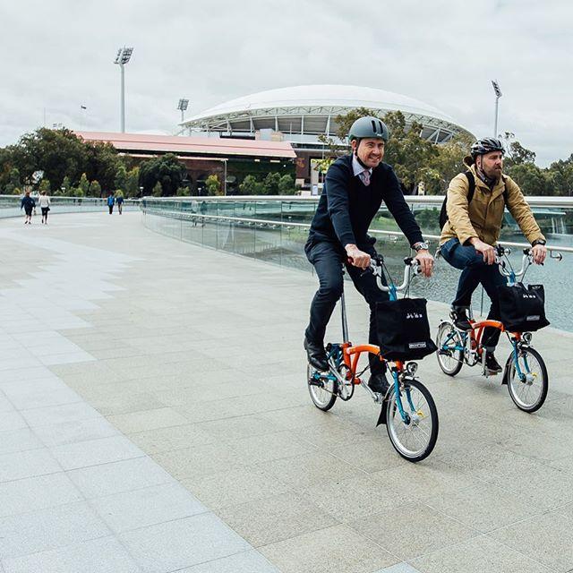 Icons of Adelaide. . . #treadlybikehire #seesouthaustralia #ichoosesa #foldingbike #adelaide #adelaideoval #torrensriver #footbridge