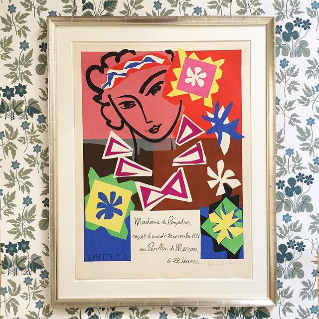 """Henri Matisse, vintage serigrafisk/silketrykt plakat fra 1951. 🌸Plakaten er indrammet i håndforsølvet ramme, opsat med passpartout samt museumsglas. """"Madame De Pompadour"""" Mål 96x73 cm. 16.000 DKK. #henrimatisse #mourlot #poster #serigrafi #vintage #love"""