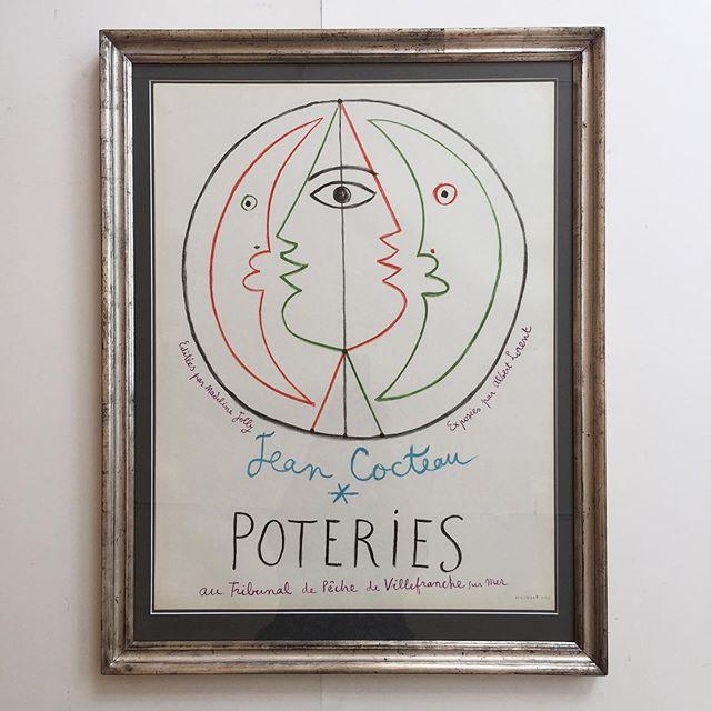 Jean Cocteau, litografisk plakat udført til en keramik udstilling i 1958,  samt en hyldest til byen Villefranche sur Mer 🌊Indramning i antik ægte sølvramme, samt passpartout. Mål 77x59 cm. 9400 DKK. #vintage #jeancocteau #poster #poteries