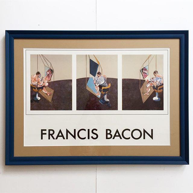 """Francis Bacon, offset plakat fra bogudgivelse i 1983. """"Studies of the Male Back"""", triptych. Plakaten er indrammet i en petroleumsfarvet, bred, håndmalet ramme, opsat med creme/lys brun passpartout. 85x62 cm. 3.900 DKK. #francisbacon #poster #vintage #bendtsens"""