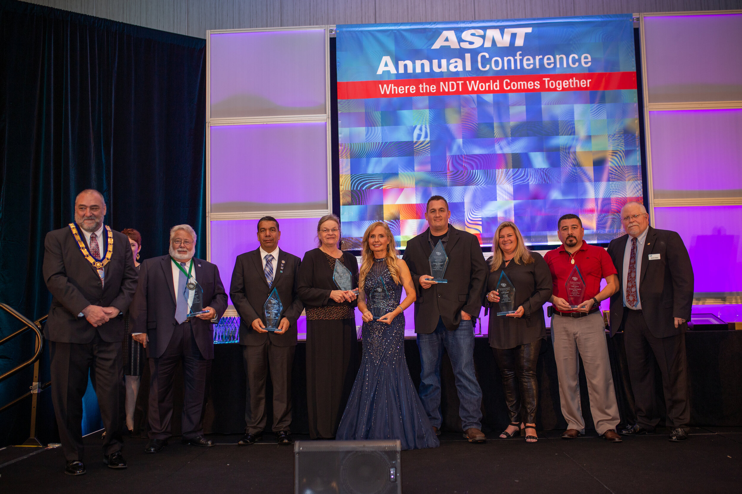GHASNT's John Huffman (fourth from right) accepts ASNT's Gold Award at the 2018 ASNT Annual Conference.