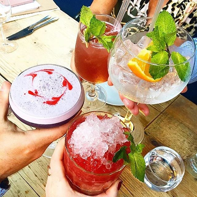 Another weekend draws to a close... but that doesn't mean you can't fit a few more drinks in! 📸 @katekellyk #Tribeton