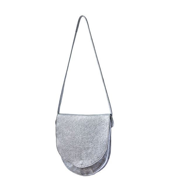 Silver Crossbody Saddle 100% handmade 100% leather 100% fanbloodytastic ⁣ ⁣ ⁣ |⁣ #zh #zwina ⁣ |⁣ |⁣ |⁣ #ss19 #whattowear #whattobuy #holidayshop #marrakech #ethical #ethicalbrands