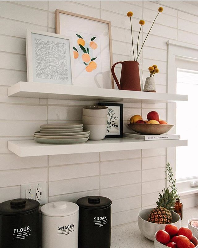 So honored that the #morningportal orange print has found a beautiful home with @kielaaron & @florals4spring 🍊 seriously, isn't their kitchen just stunning ??😍 check out their work #aestheticgoals 🌿 this print along with other goodies are all available on the Etsy shop! (Link in bio)🍊