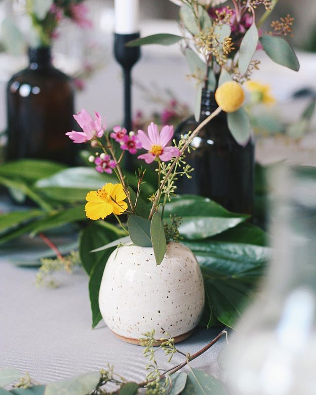 Stem and bud vases make a great centerpiece 😉 I'm excited to share more of the #tablescape from a recent summertime dinner party.  I was so happy to incorporate Morning Portal ceramic vases and prints in the table decor 🍊 so be on the lookout for some party pics this week 🌿