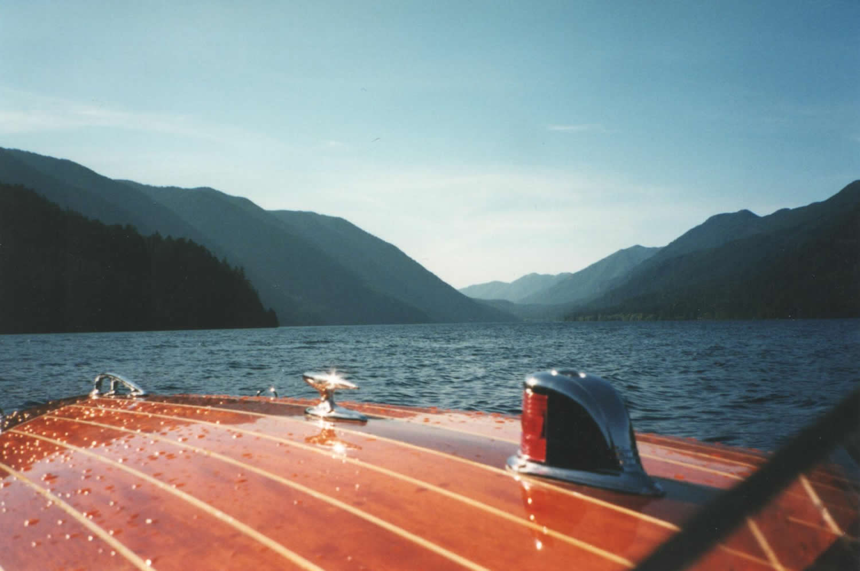 Encore-classic-motor-yacht-restoration-finish.jpg