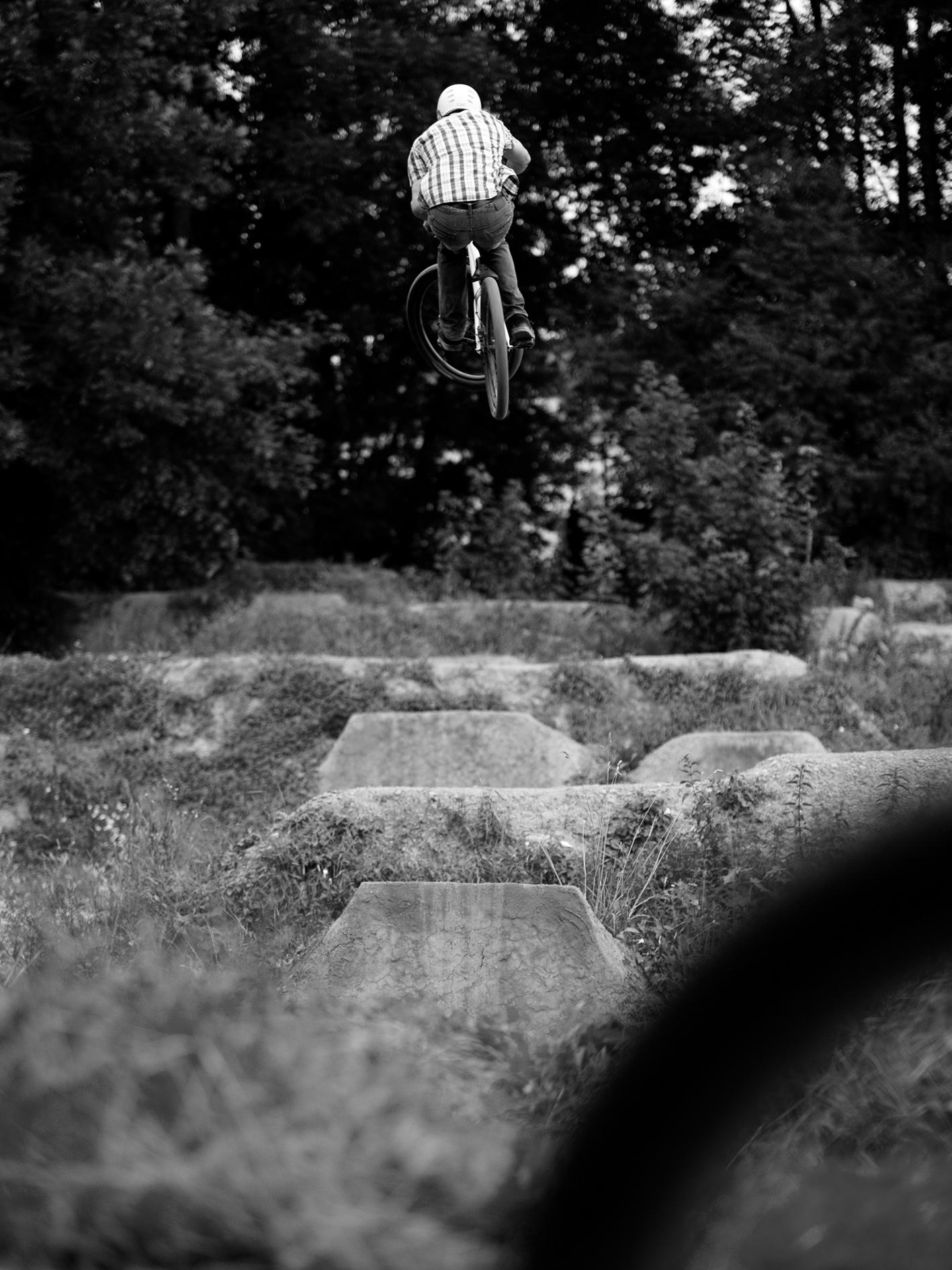 Der erste Absprung schießt mich nach oben. Drei Sekunden Schwerelosigkeit. Foto © Thomas Kaiser