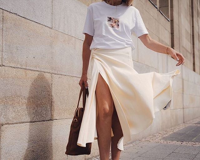 Summer in the city 🌞 @denisebuschkuehle knows how to create a classy-minimal look for long days and nights 🔥 #streetstyle #summer #outfitgoals #minimal #classystyle #basic #wanderlust #Berlin #mood #shop #womanstyle #shirt #weekend #sundayfunday #outfitinspiration #details