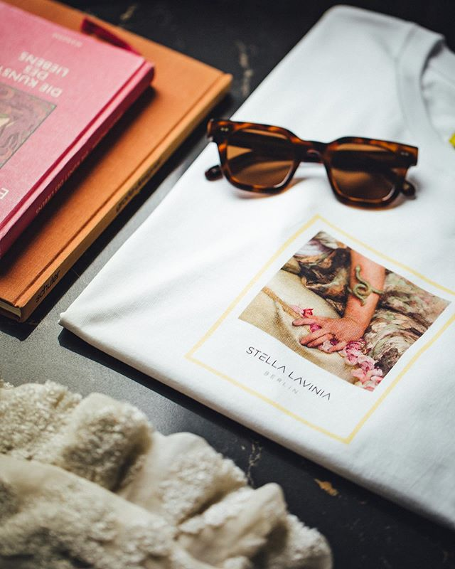 """Travel essentials ✈️🕶🧸 Come and visit the new SL online-store!  Use """"WELCOMEABOARD"""" and get 10% off your first order! www.stellalavinia.com  Photographer @christopherbusch  #summer #journey #wanderlust #travel #shirt #basicstyle #vacationmood #travelphotography #sunglasses #Berlin #beach #details #mallorca #mood #love"""