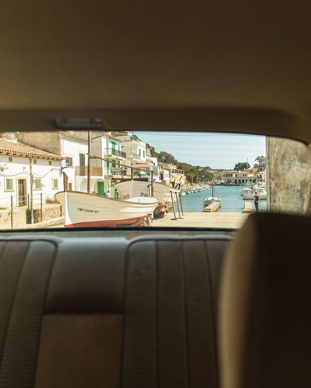What a view ✨ Photography by @christopherbusch  #summer #vibes #mood #traveler #vintageclothing #mercedes #roadtrip #mallorca #goodvibes #wanderlust #harbour #backseat #oldtimer #journey